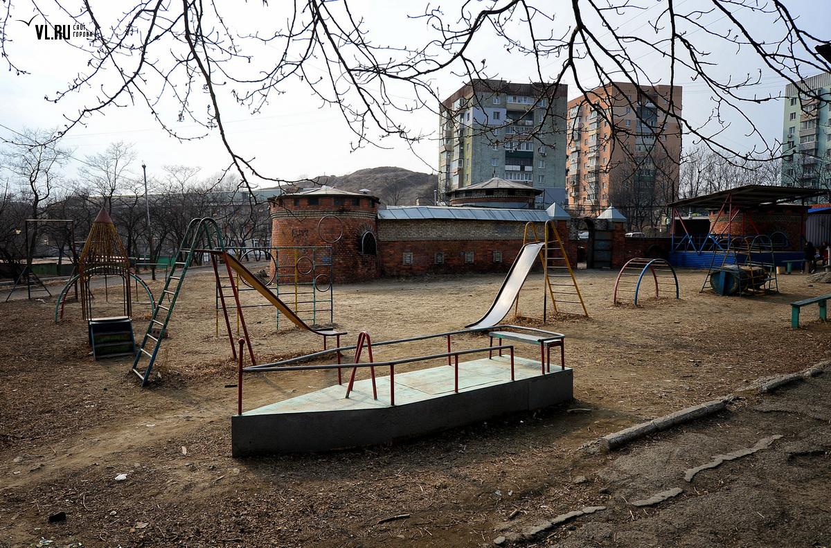 Детские площадки Байконура не отвечают требованиям, считает прокуратура