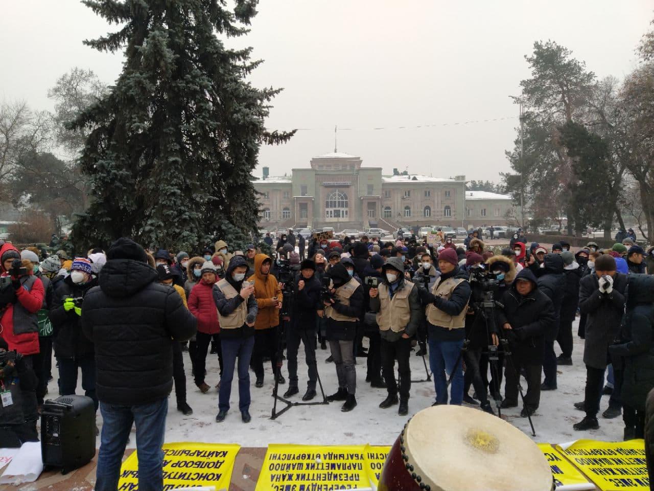 В Кыргызстане прошел мирный марш против принятия новой конституции