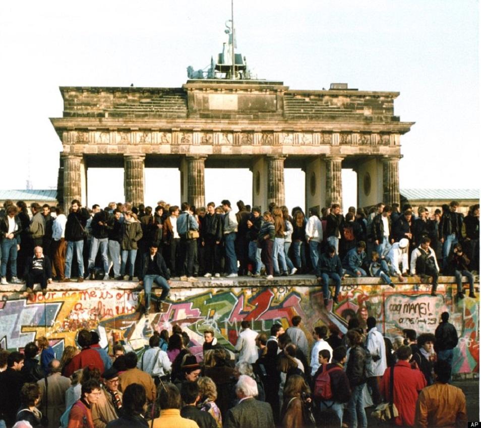 Берлин қабырғасының құлағанына – 30 жыл