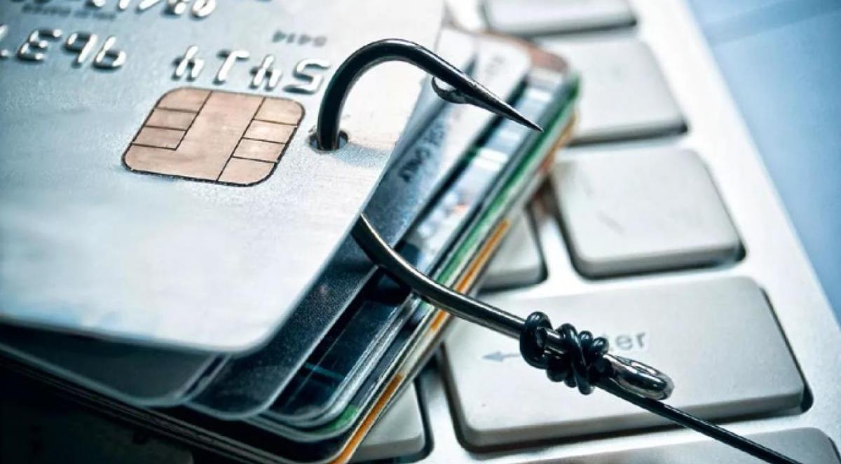 Финансовый ноябрь: мошенники, финпирамиды и технические сбои в банке