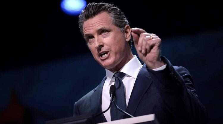 Губернатор Калифорнии приказал освободить новую группу заключенных из-за ситуации с COVID-19