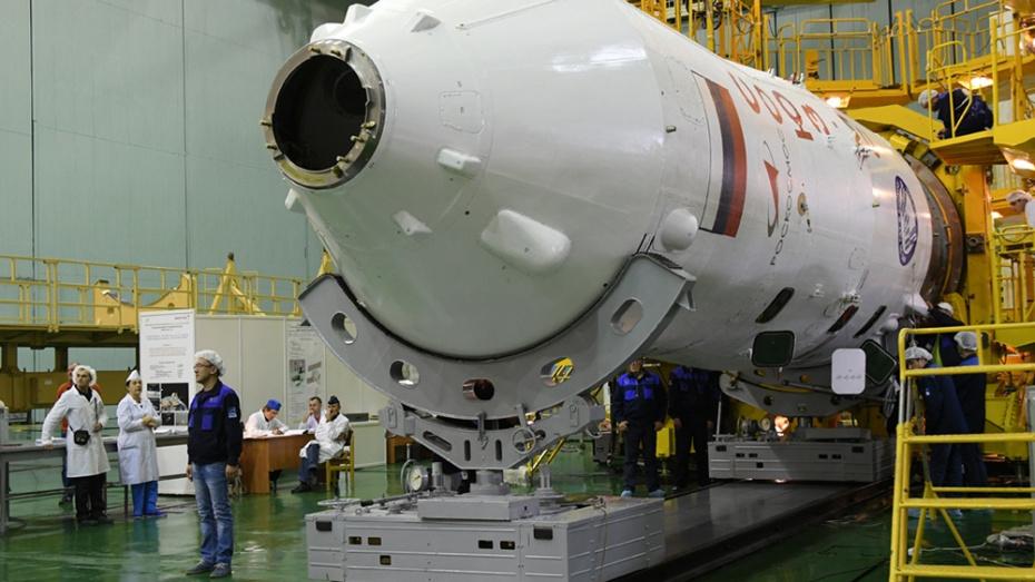 """Ракету с пилотируемым кораблём """"Союз МС-11"""" поставили на стартовую площадку Байконура"""