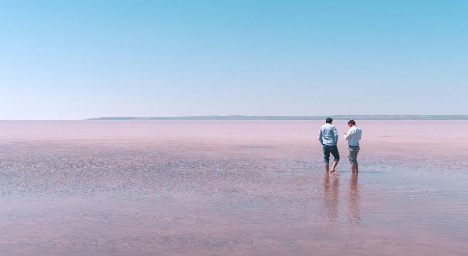Розовое озеро Кобейтуз отдадут в долгосрочное пользование