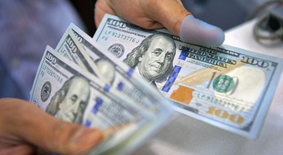 Население не верит в рост доллара