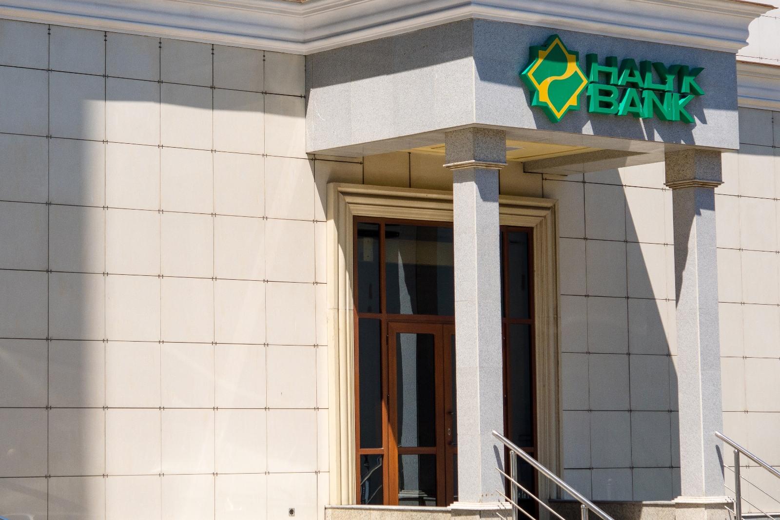 Один из заразившихся коронавирусом является сотрудником внешней организации в Halyk Bank в Алматы