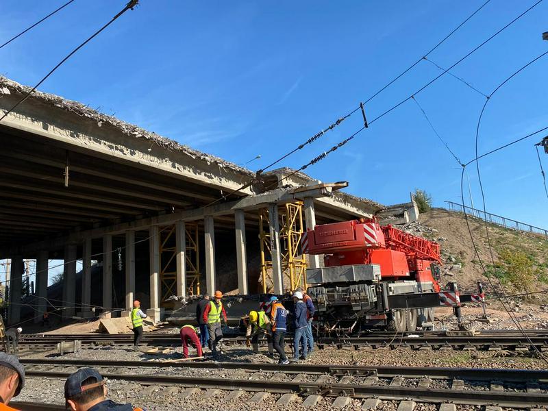 В Нур-Султане обрушился «горбатый» мост