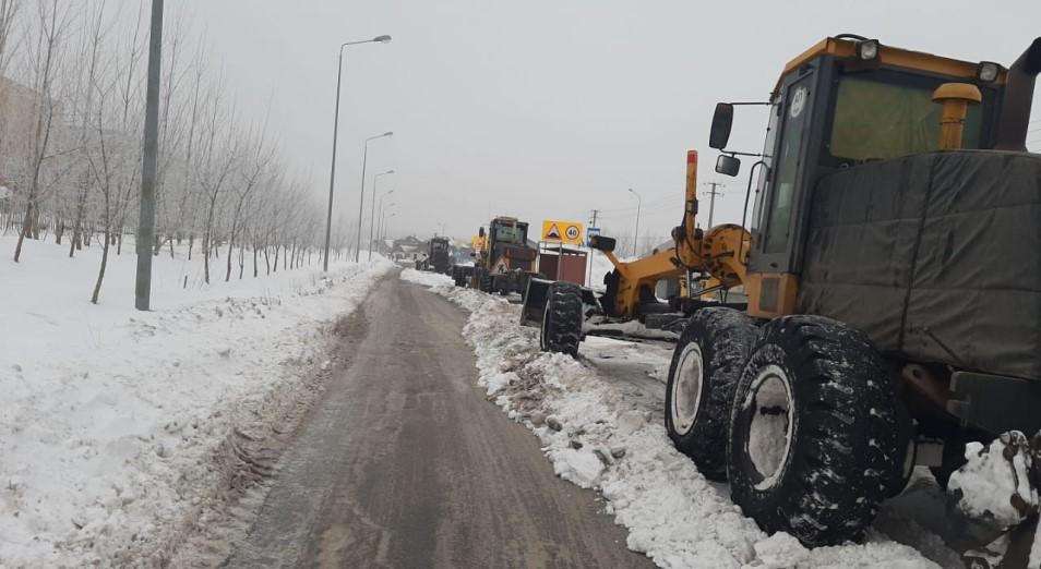 На вывоз снега и посадку деревьев в Нур-Султане тратят больше денег, чем на строительство школ
