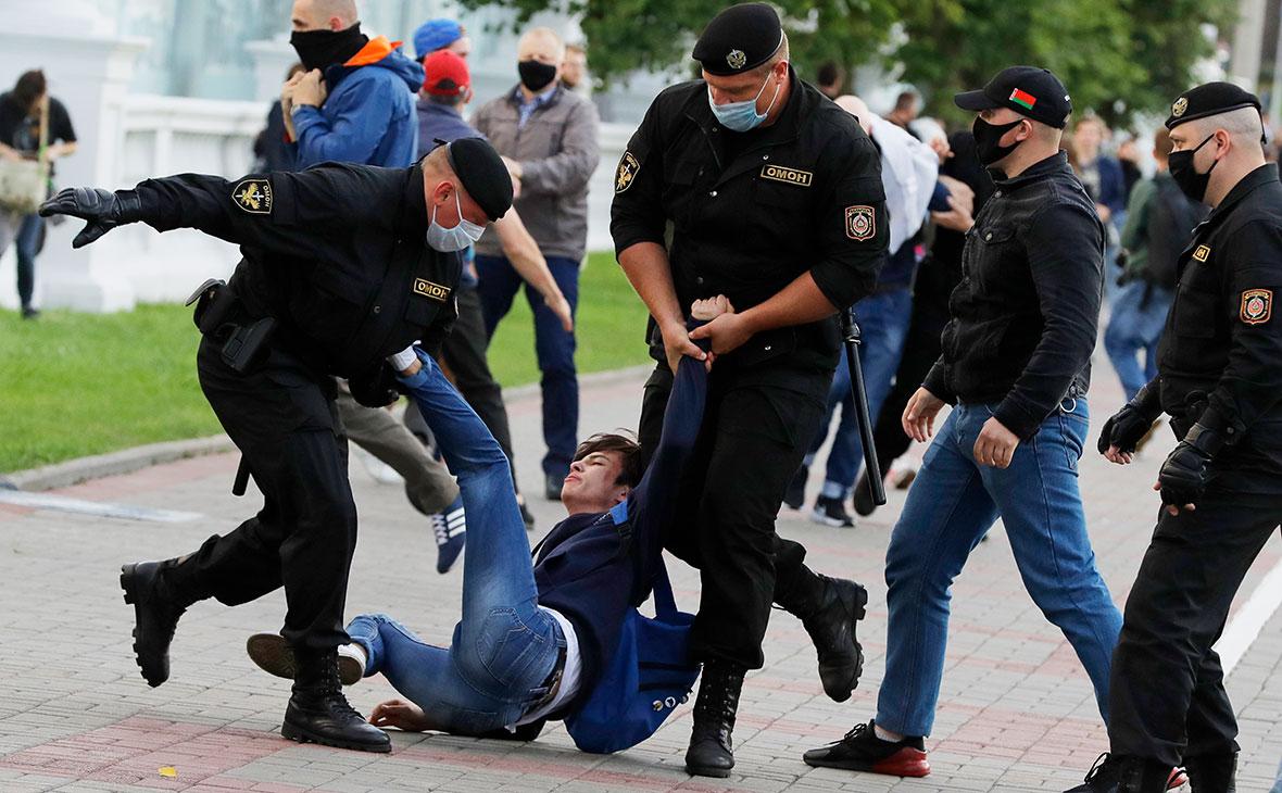 Белорусские правозащитники сообщают о более чем 60 задержанных в ходе акций оппозиции