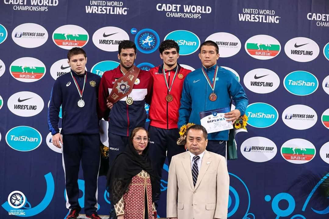 Казахстан завоевал две медали на чемпионате мира по вольной борьбе среди кадетов