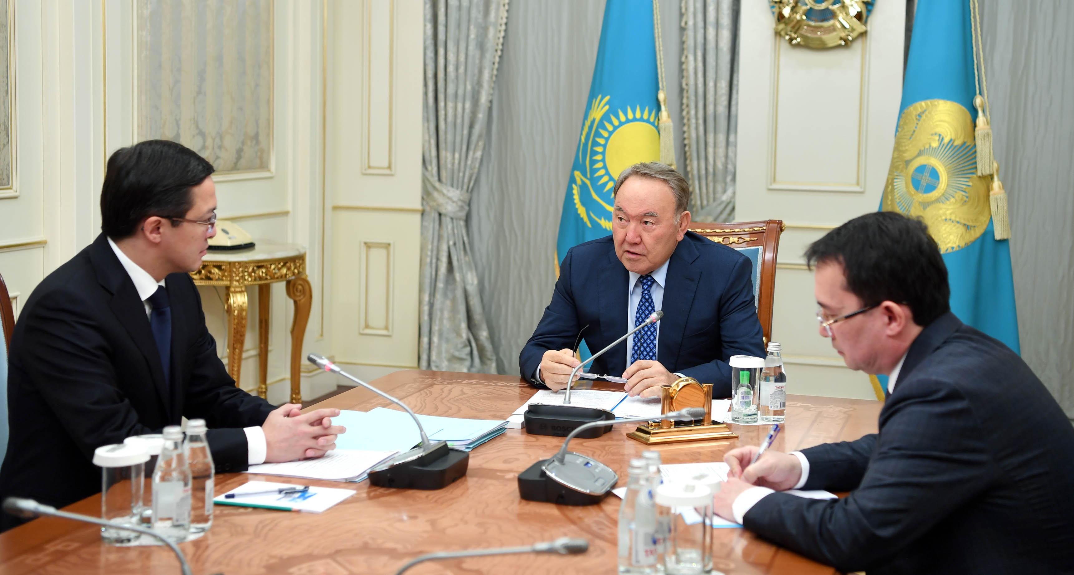 Нурсултан Назарбаев встретился с председателем Нацбанка Данияром Акишевым