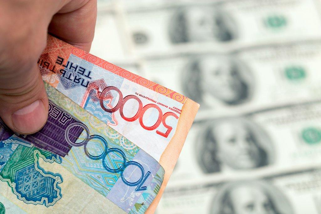 Курс доллара упал ещё на 4,6 тенге
