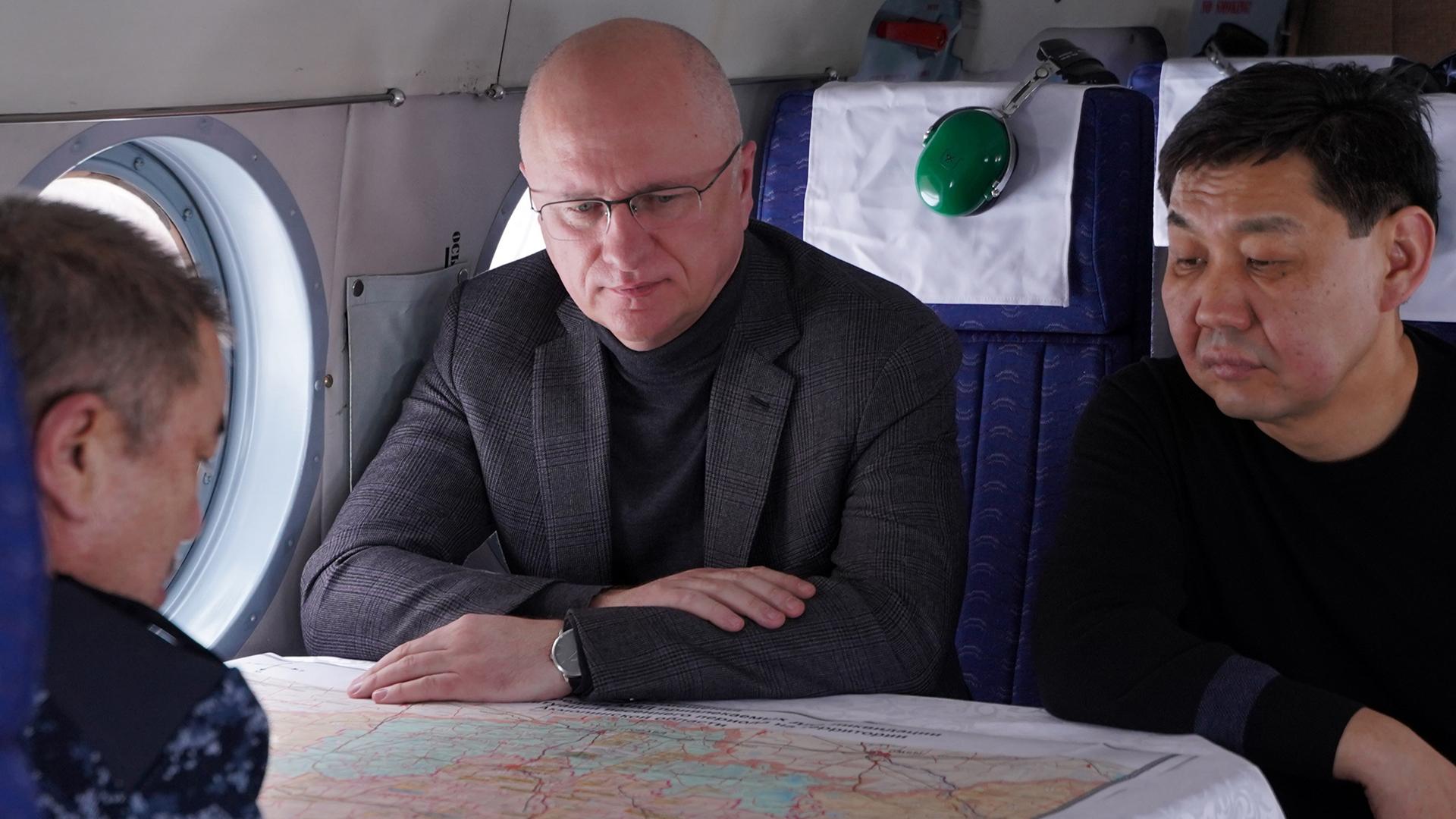 Роман Скляр и Ерлан Тургумбаев произвели аэровизуальный осмотр снегозапасов