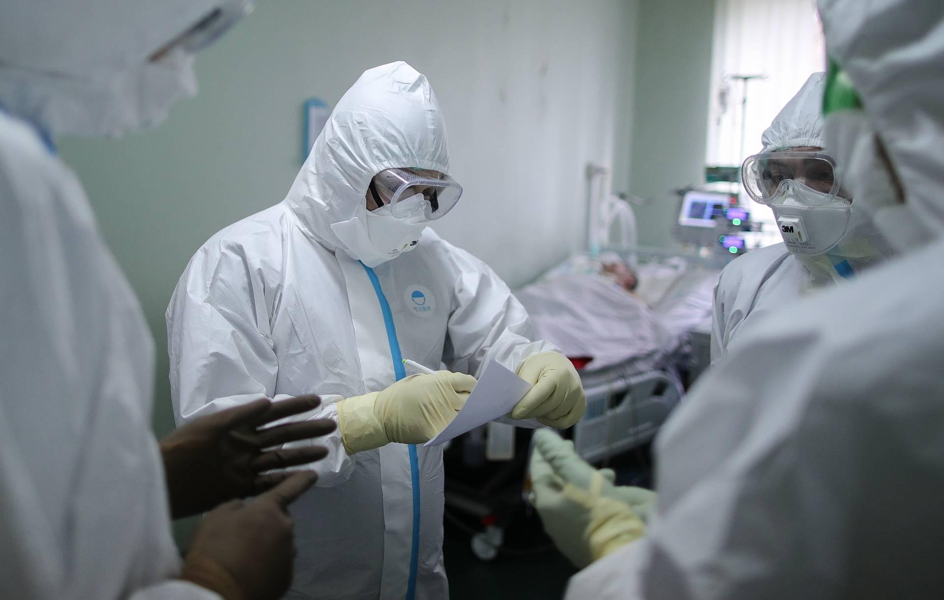 Число заразившихся коронавирусом в России превысило 200 тысяч