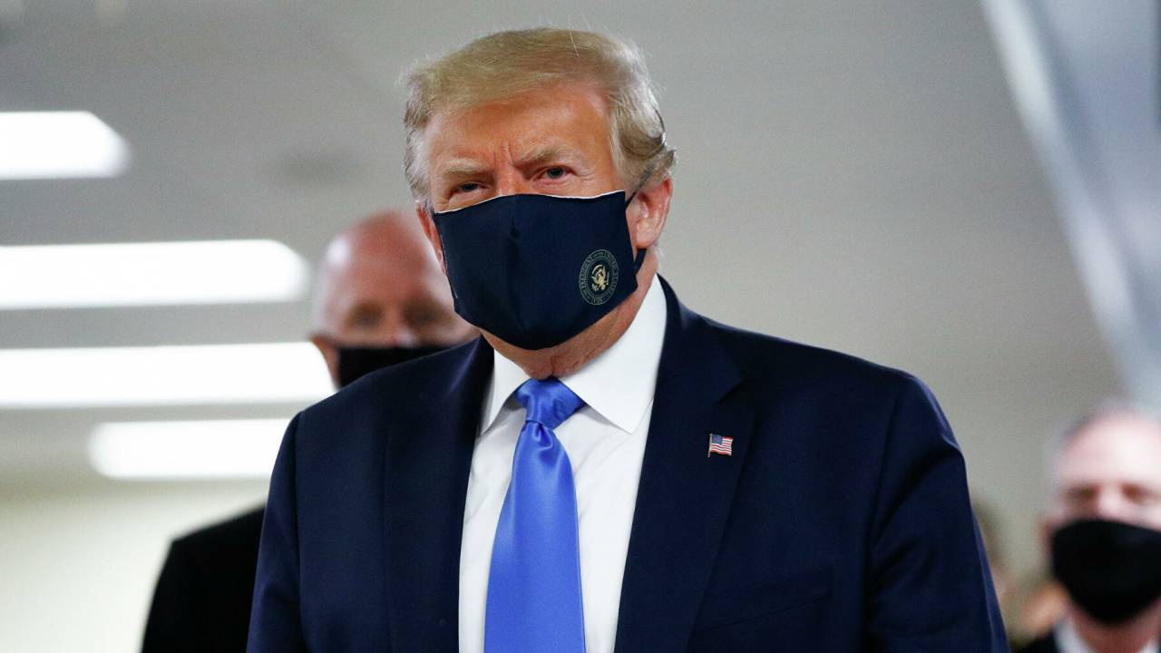 """Лечащий врач Трампа оценивает состояние президента США с """"осторожным оптимизмом"""""""