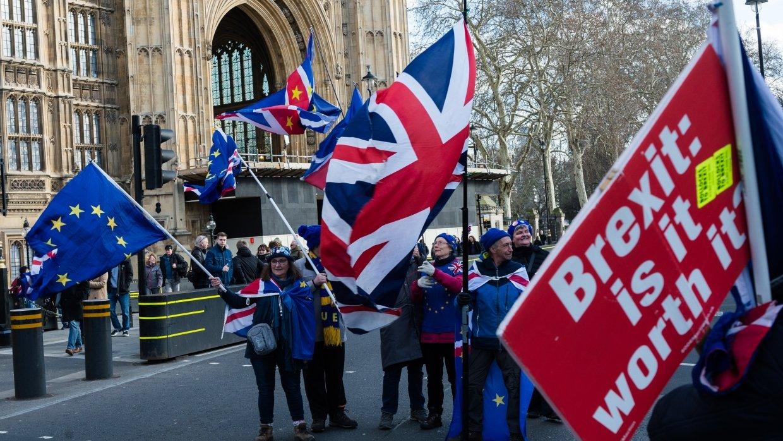 Петиция за отмену Brexit набрала почти 4 млн подписей
