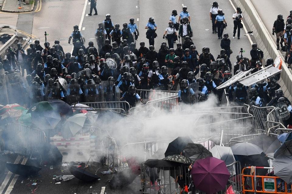 Протесты в Гонконге: полиция применила слезоточивый газ