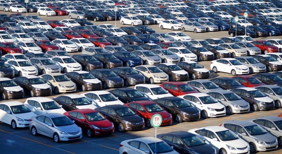 Продажи автомобилей упали до исторического минимума