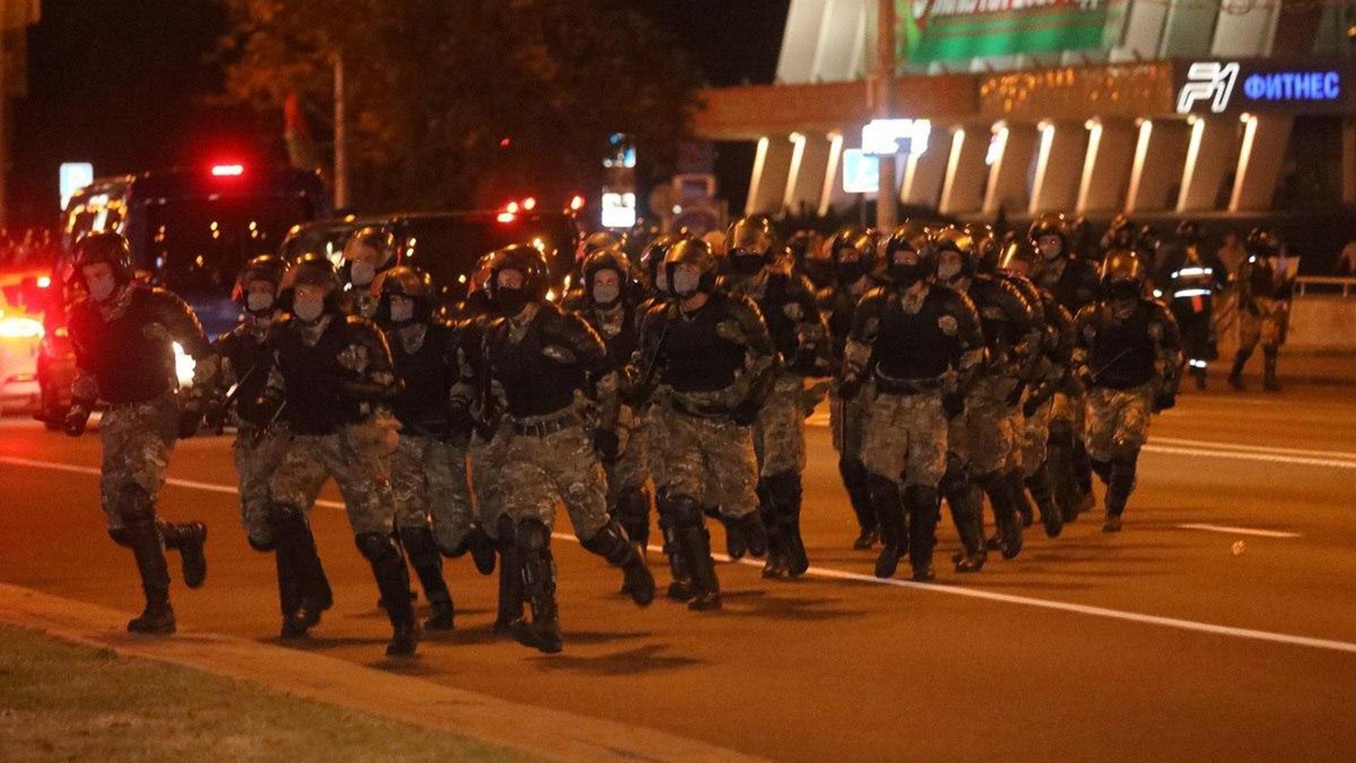 В одном из микрорайонов Минска протестующие пытались строить баррикады