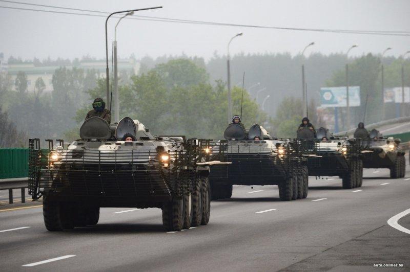 Военная техника выдвигается в центр Минска
