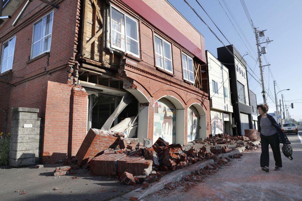 В результате землетрясения на японском Хоккайдо погибли два человека