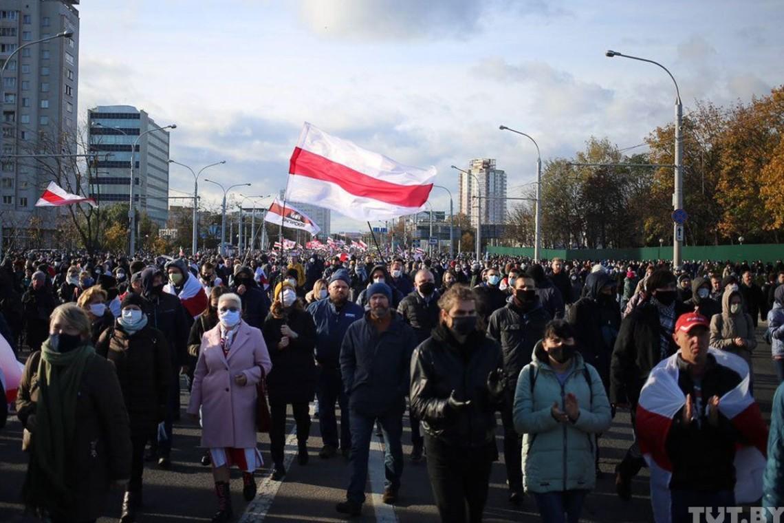 Центр Минска заполняется протестующими