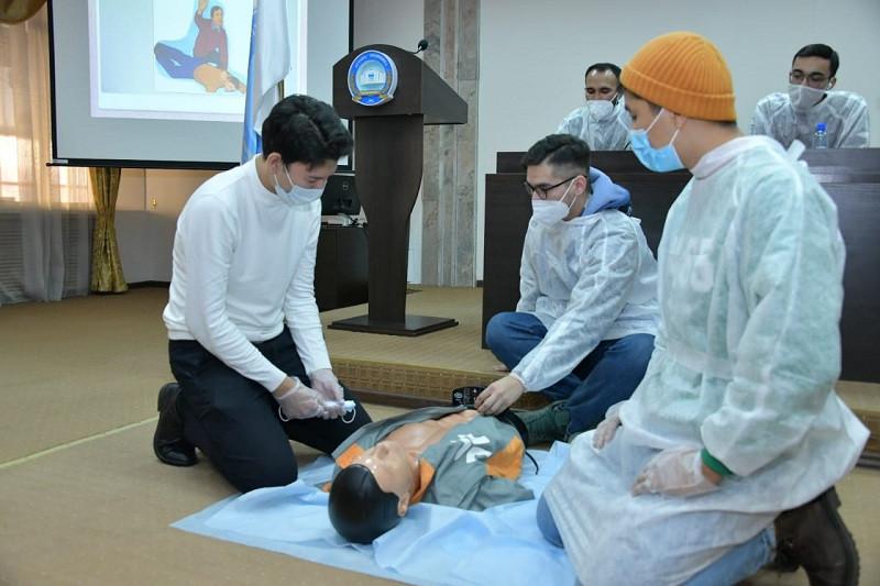 В Нур-Султане вручили сертификаты волонтерам-медикам