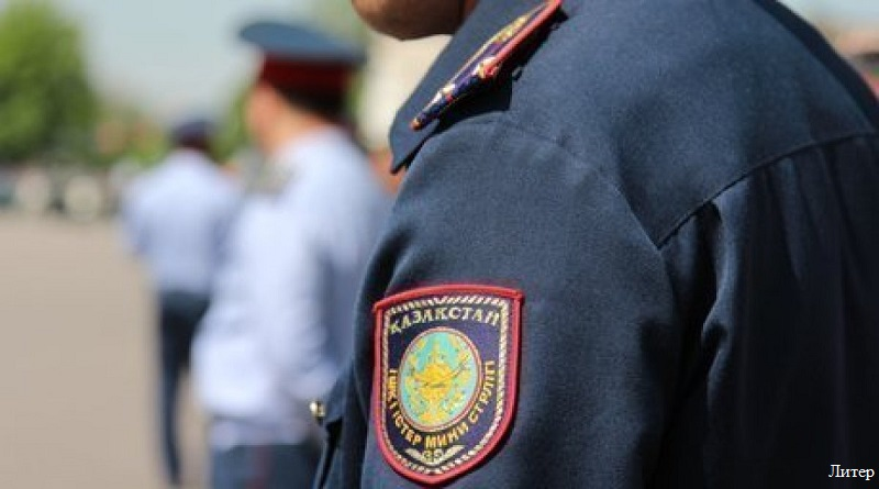 Двое пьяных полицейских оказали сопротивление при задержании в Шымкенте