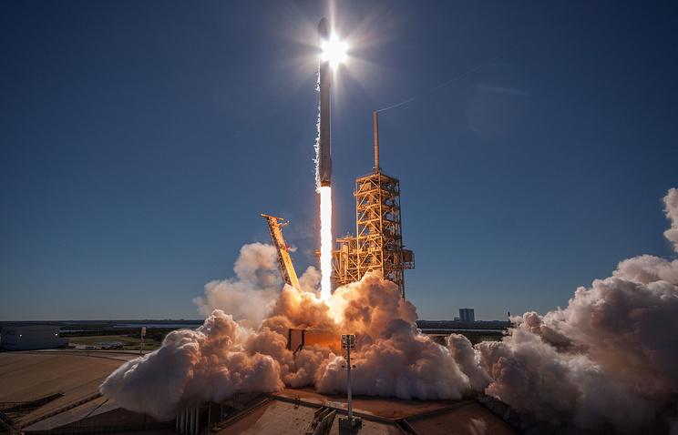 Запуск SpaceX с казахстанскими спутниками вновь перенесен