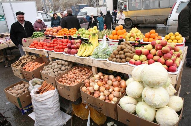 Власти Уральска намерены искоренить уличную торговлю