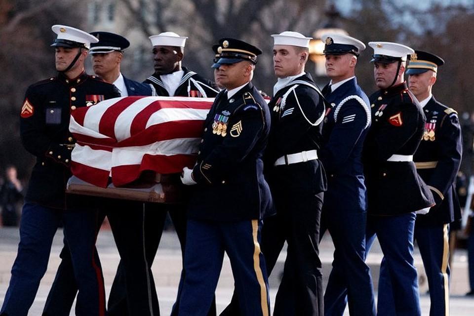 В Вашингтоне прощаются с 41-м президентом США Джорджем Бушем-старшим