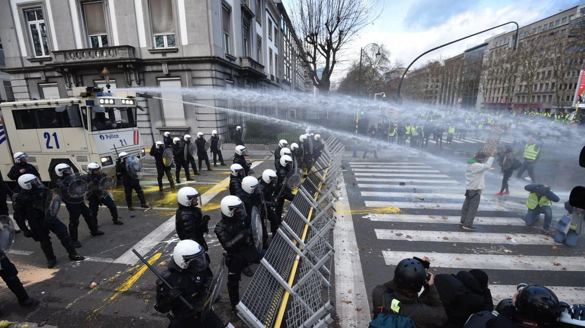 """Движение """"желтых жилетов"""" перекинулось в Бельгию, """"Желтые жилеты"""", Бельгия, Брюссель, Протесты"""