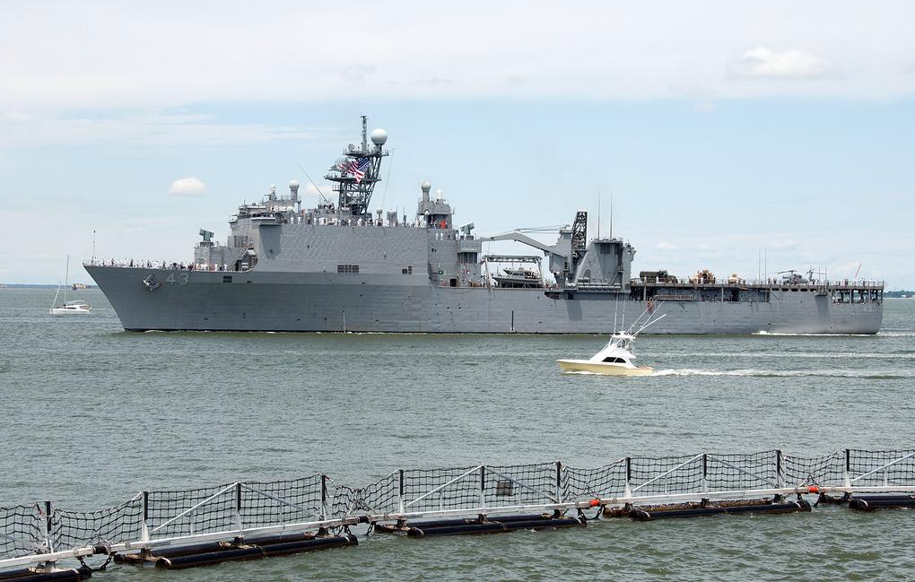 Десантный корабль ВМС США направляется в Черное море