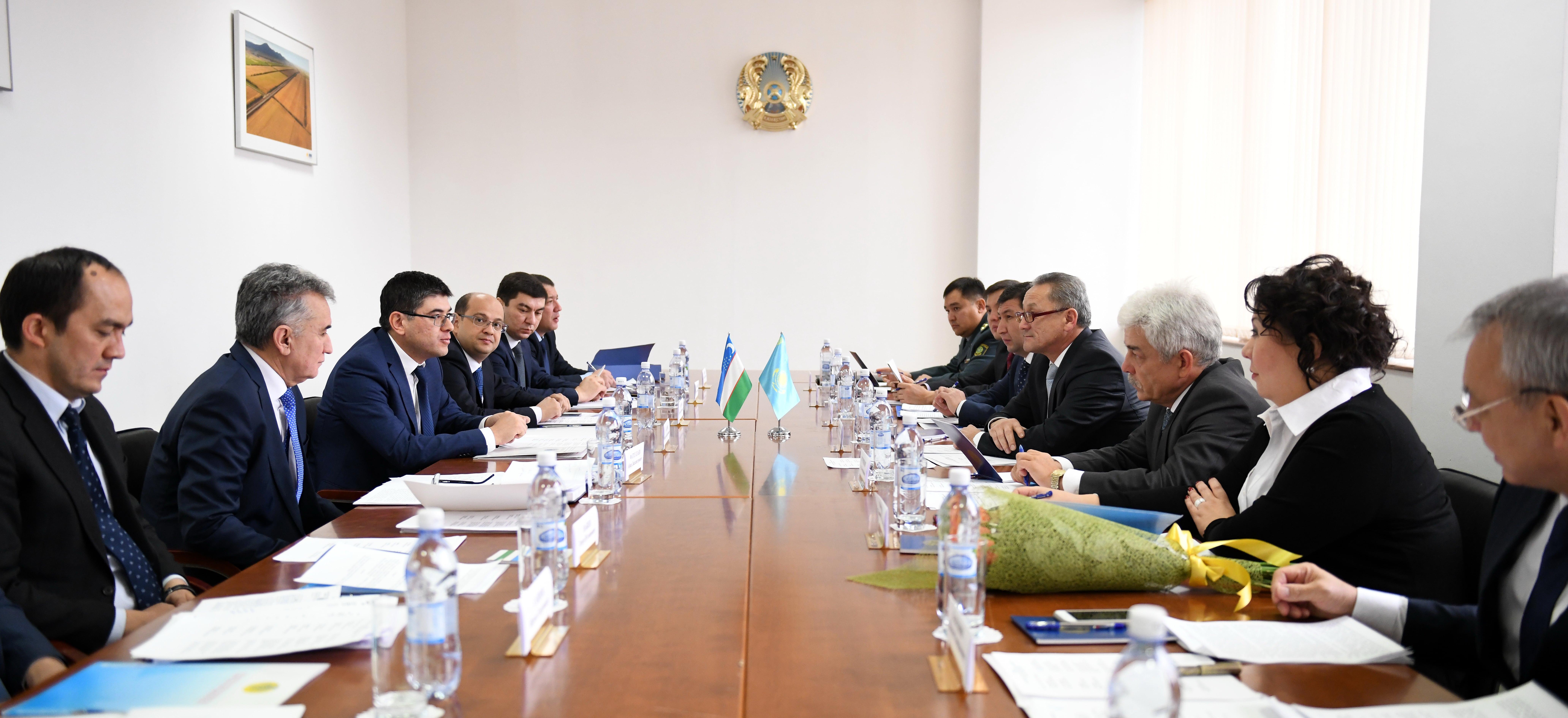 Казахстан и Узбекистан обсудили введение визы Silk Road между странами