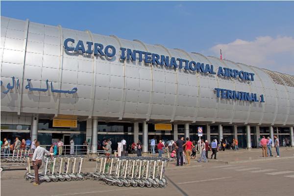 Сотни пассажиров застряли в аэропорту Каира из-за сбоя в системе регистрации