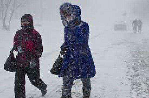 Снег и сильный ветер обещают синоптики 13 ноября