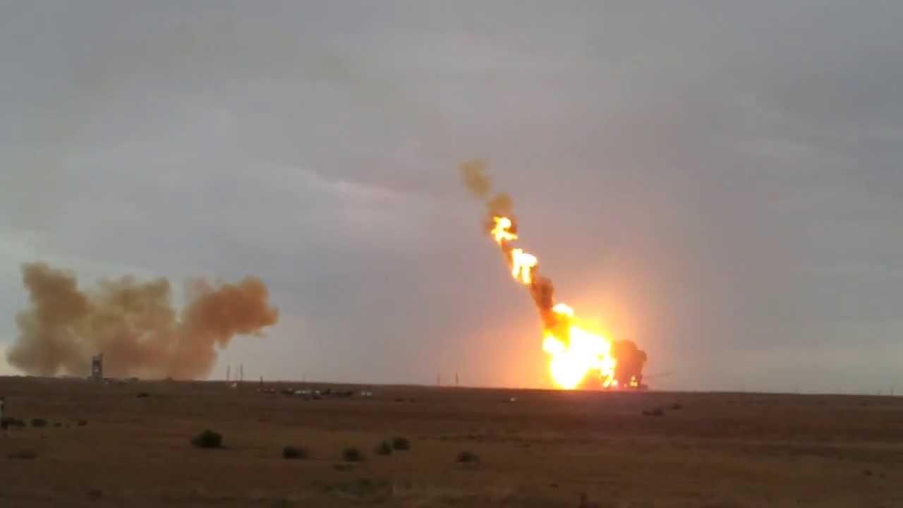 Израиль начал бомбить сектор Газа в ответ на ракетный обстрел радикалов
