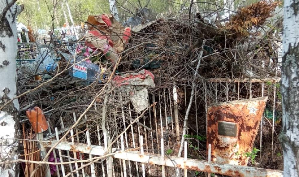 В Петропавловске горожане жалуются на бардак на местном кладбище