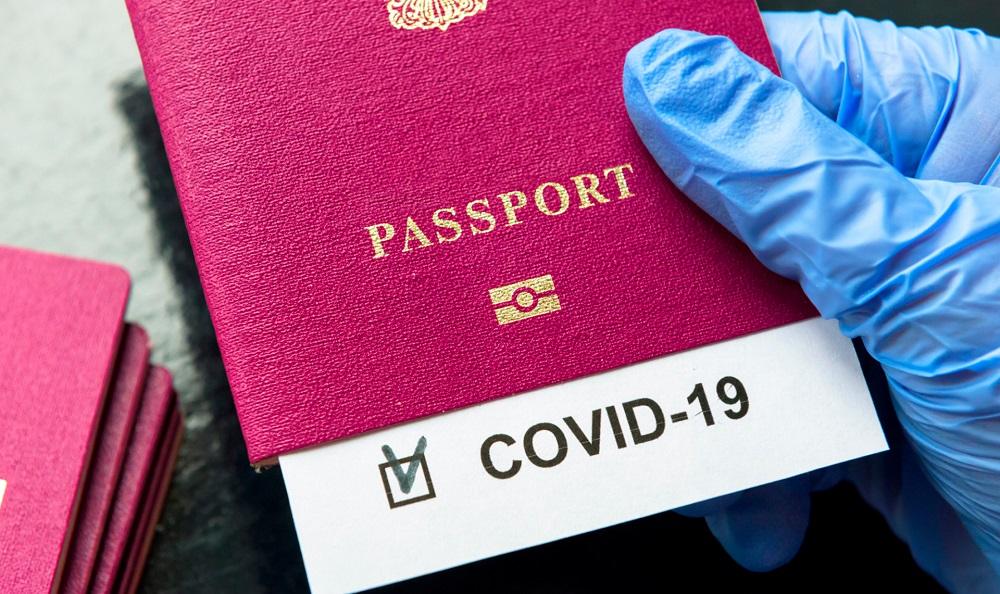 Какая страна уже со следующего месяца может начать выдавать COVID-паспорта