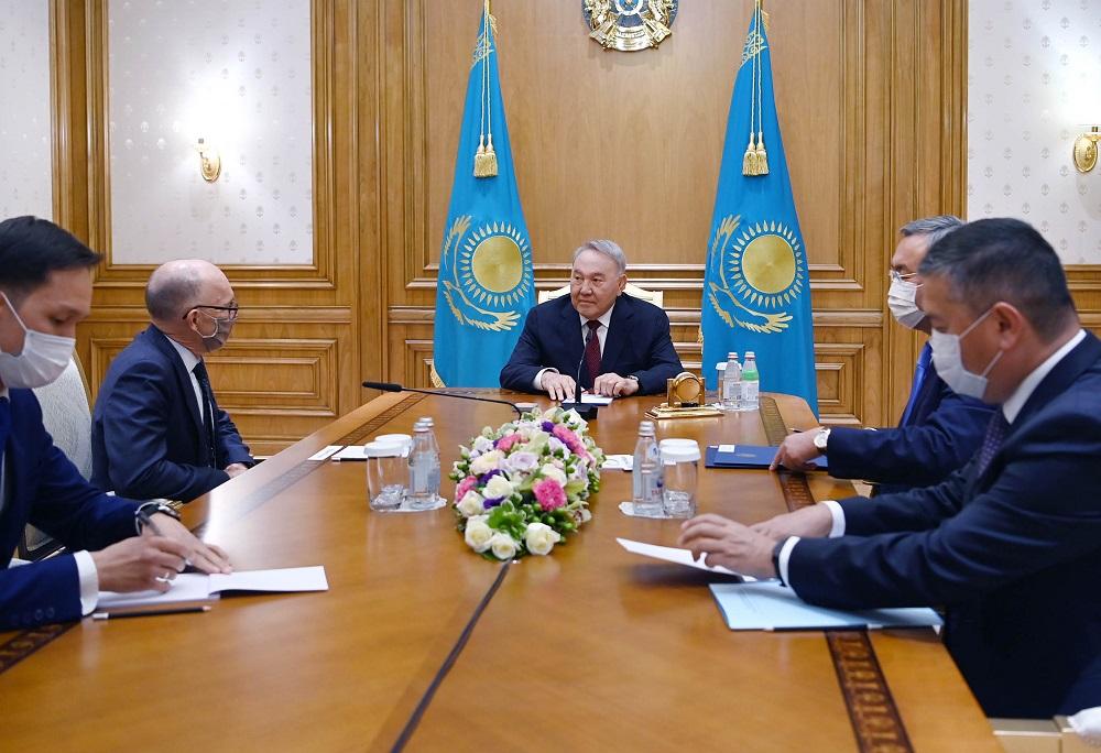 Елбасы поздравил Флойда с избранием на пост исполнительного секретаря ПК ОДВЗЯИ