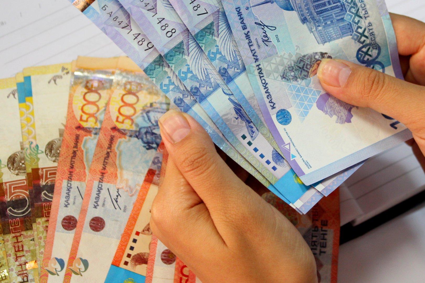 В 38 млрд тенге обойдется перенос зарплат низкооплачиваемым бюджетникам