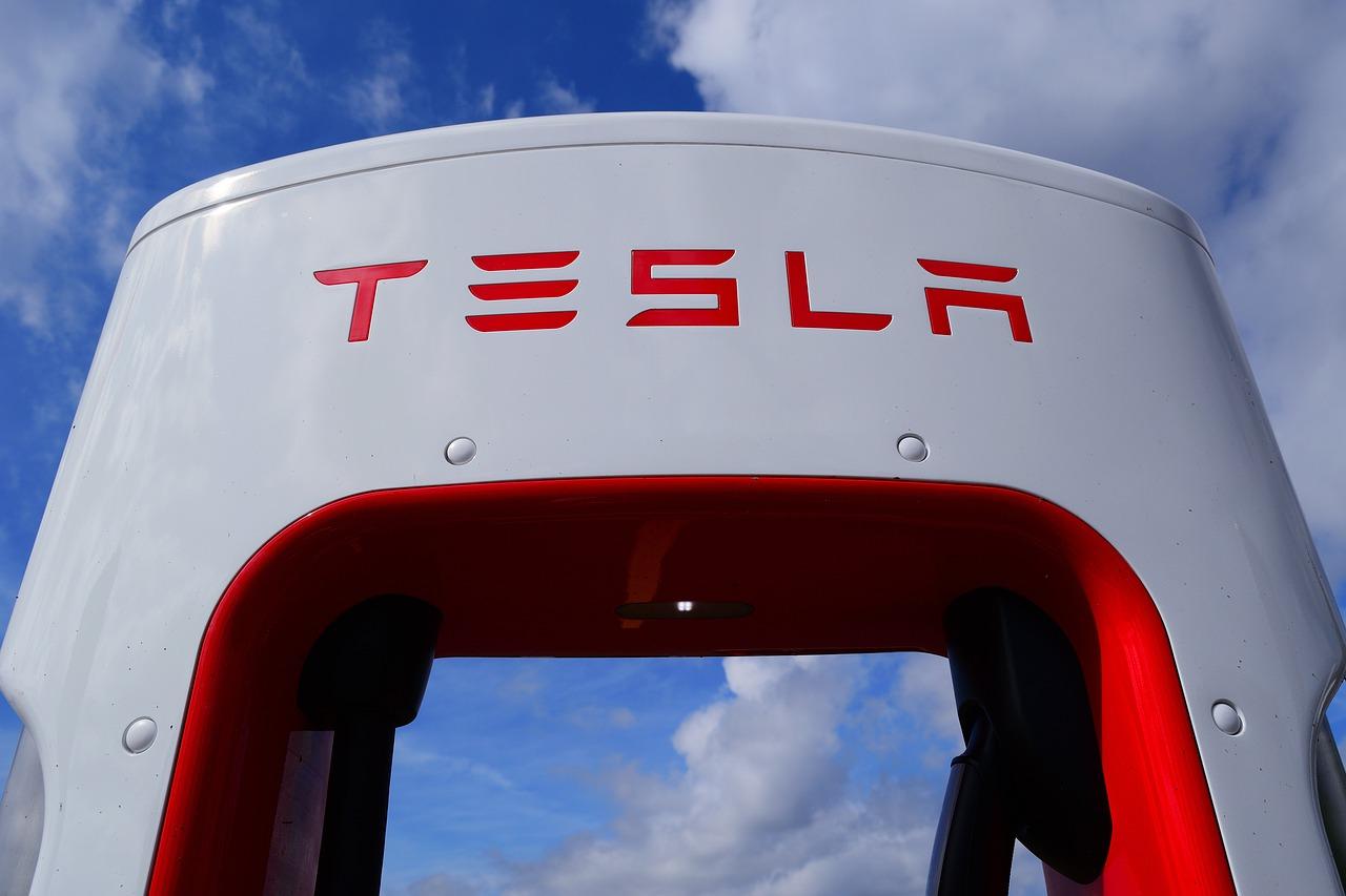 Tesla приостановила планы по расширению завода в Шанхае