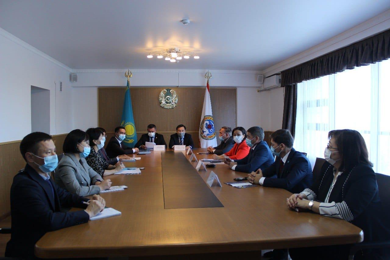 В Алматы прошла встреча с почетными государственными служащими