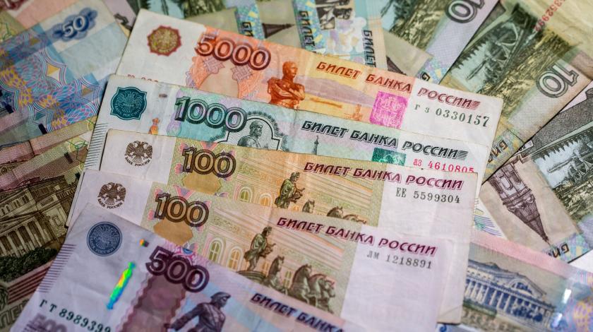 Почему может усилиться давление на рубль