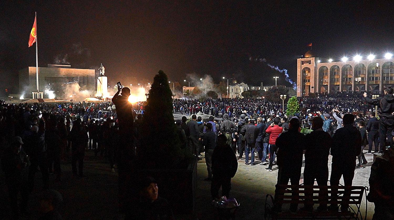 Ночь в Бишкеке в условиях режима ЧП прошла спокойно
