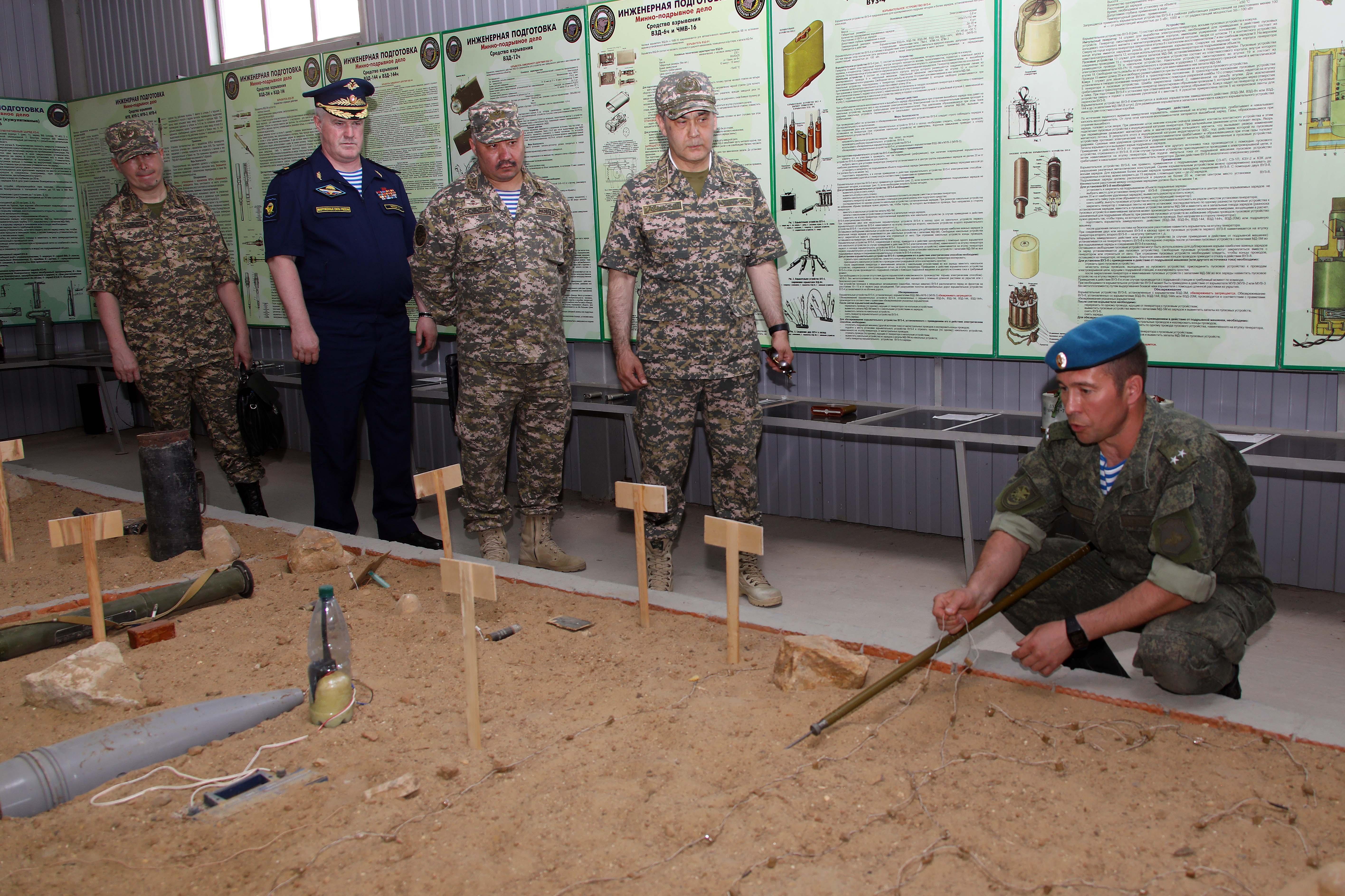 Министр обороны поделился казахстанским опытом использования военного компонента в пандемии