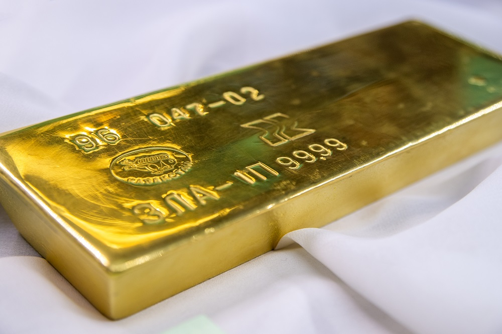 Сколько золотых слитков приобрели казахстанцы в апреле