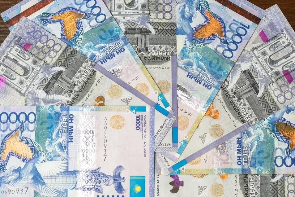 Просрочка на 1 трлн тенге: где в Казахстане наибольшее количество должников?
