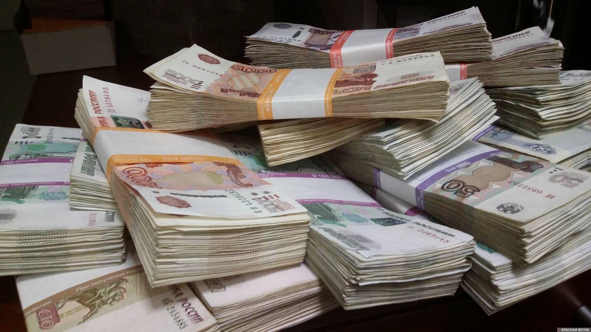 Около 36 млрд рублей выплатили должники после ограничения им выезда из России