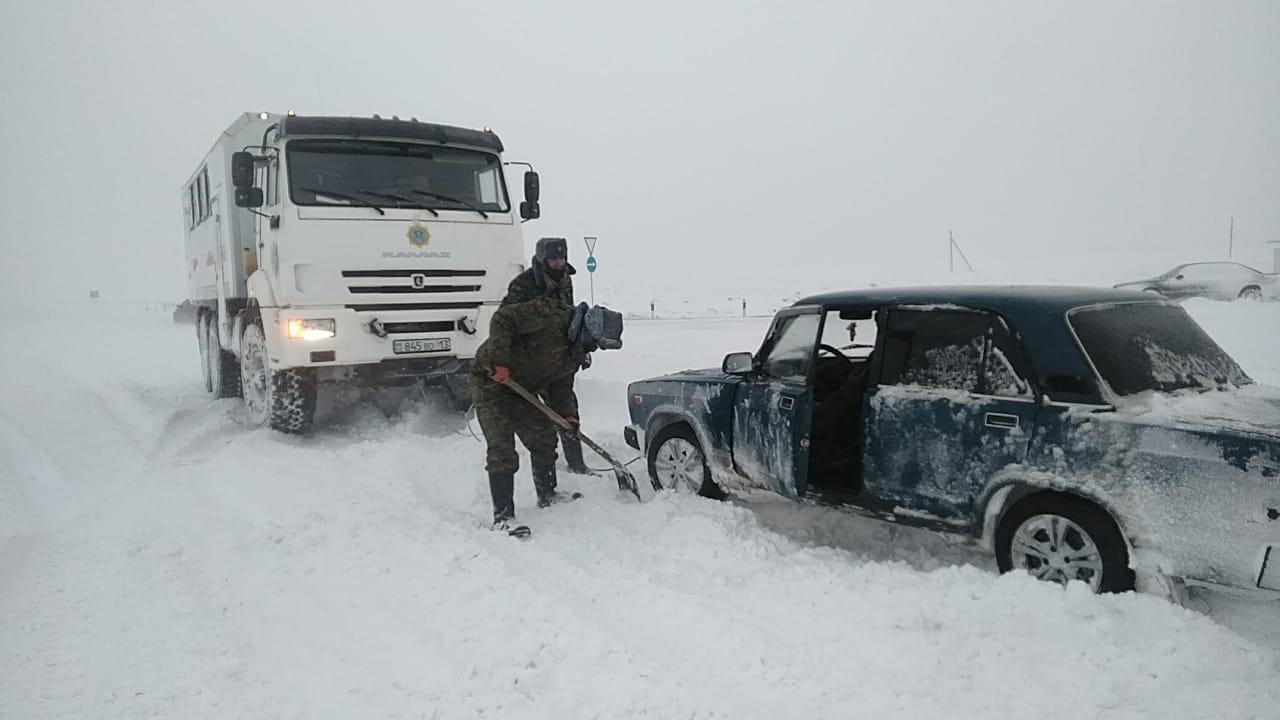 64 человека спасли из снежного плена в Казахстане