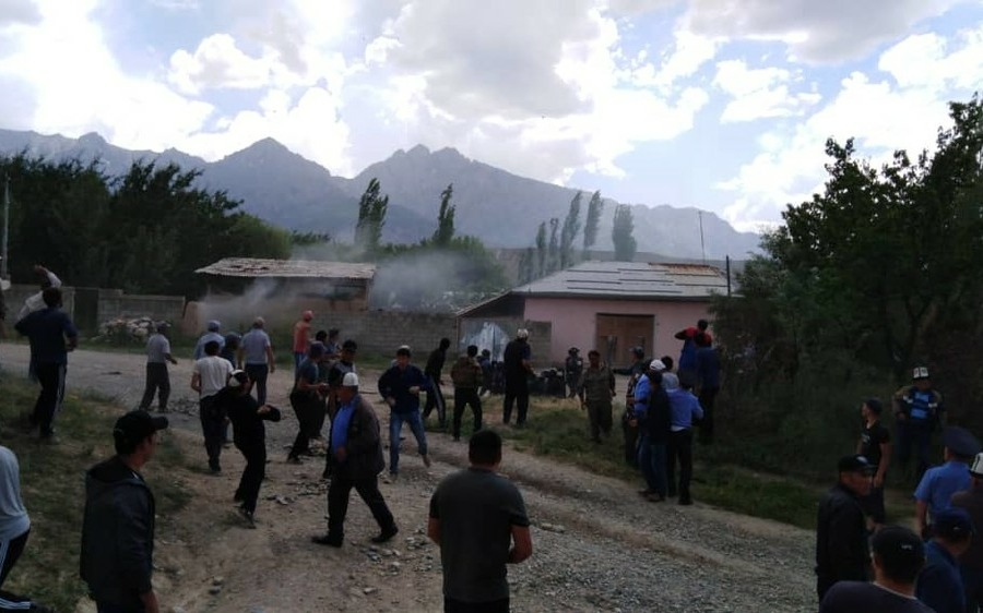 Президенты Кыргызстана и Таджикистана обсудили меры по деэскалации ситуации на границе